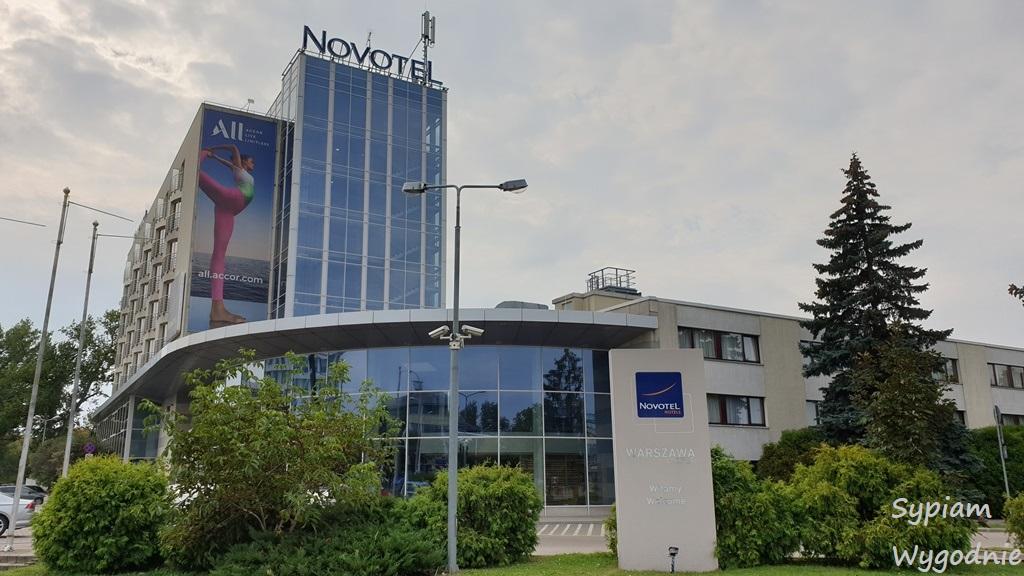 budynek Novotel Warszawa Airport