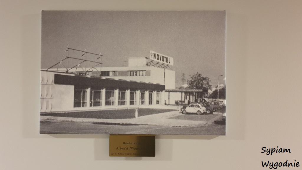 historia Novotela Warszawa Airport na korytarzach obiektu