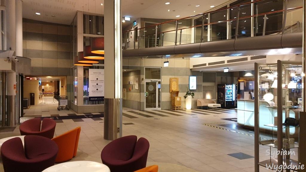 lobby w Novotel Warszawa Airport