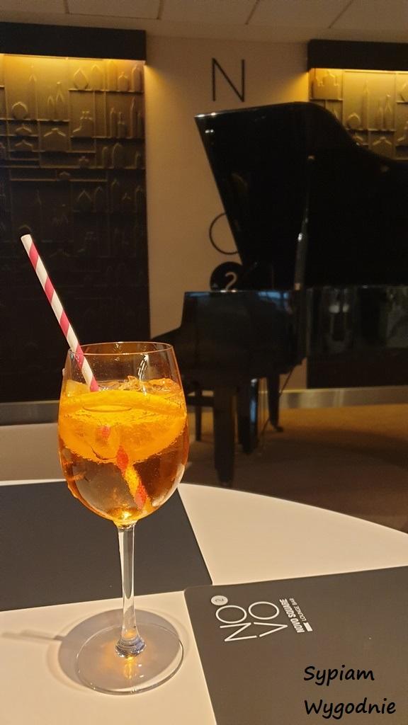 aperol spritz w Novotel Warszawa Airport