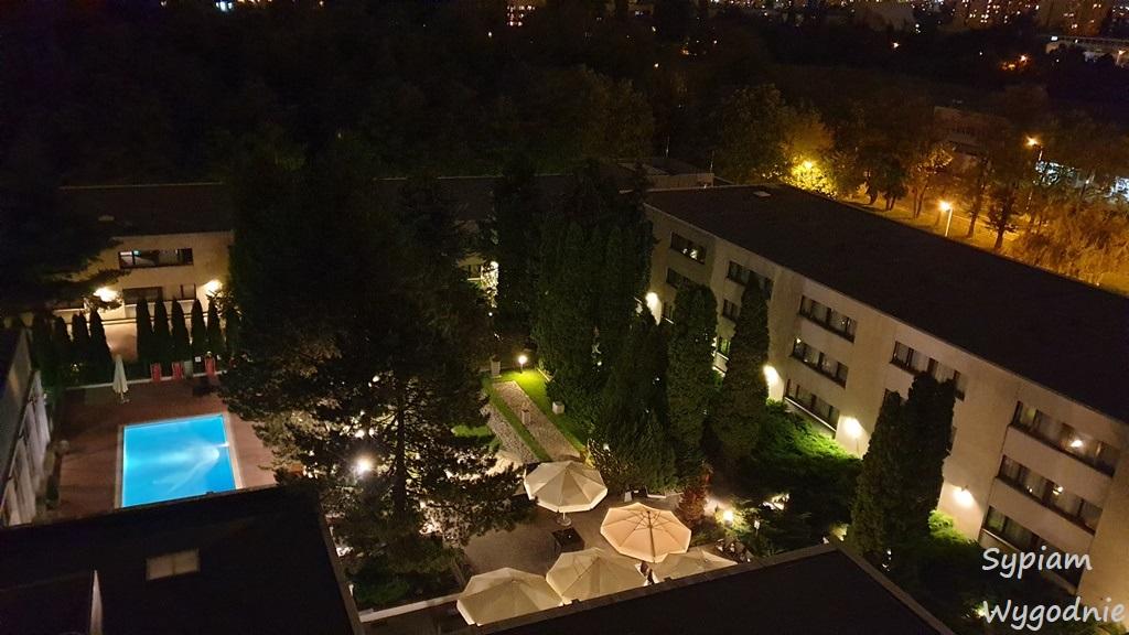 widok z balkonu w Novotel Warszawa Airport